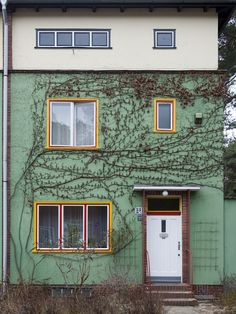 A house on Onkel Toms Hutte Siedlung / Estate by Bruno Taut in Berlin