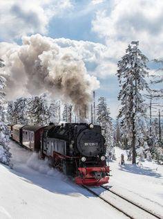 Zug - Eisenbahn - Dampflokomotive / Train - Railway - Locomotive - Schiene - Gleis / Rail + Winter