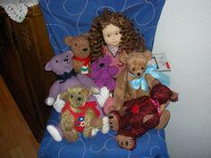 eine kleine Sammlung meiner selbstgemachten Bären und Puppen, eigene Arbeit und Foto