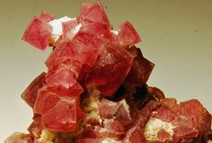Fluorite, Pine Canyon, Grant Canyon, New Mexico, USA. Size 5.5 x 4 x 3 cm. Light magenta octahedral crystals of Fluorite