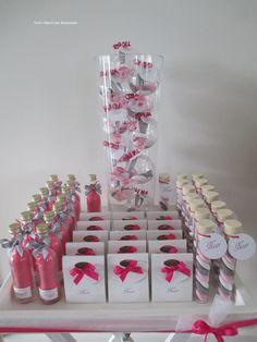 Combinatie van 4 soorten roze geboortebedankjes afgewerkt met grijze accenten. www.tinesmerci-tjes.nl
