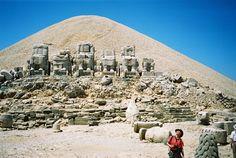 Tumulus and Statues Eastern Terrace of Nemrut Dağı