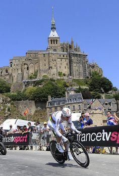 Tony Martin (Omega Pharma - QuickStep) heading towards another Tour TT win whilst in agony due to road rash!