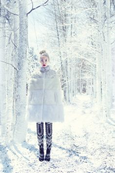 5 Reasons to Love Winter - Things to Love About Winter 2013 - Harpers BAZAAR www.be warm winter, we need warm coat ,so mordern down coat, my best loved moncler. Snow Fashion, Fashion Shoot, Editorial Fashion, Winter Fashion, Queen Fashion, Fur Fashion, Vogue Fashion, Trendy Fashion, High Fashion