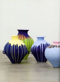 Ai Weiwei shows the process of drip-coloring ceramic pots. #cermaic #DIYcrafts #artsandproject