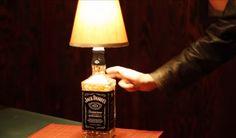 Como fazer uma luminária usando uma garrafa de whisky jack daniel's para sua sala ou quarto
