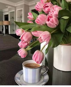 Coffee Vs Tea, I Love Coffee, Coffee Cafe, Good Morning Coffee Gif, Good Morning Flowers, Coffee Photography, Coffee And Books, Flower Aesthetic, Kakao