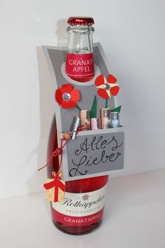 Flaschenanhänger F l a s c h e n a n h ä n g e r Creativ Quartier The post Flaschenanhänger appeared first on Cadeau ideeën. Schnapps, Sparkling Wine, Wine Gifts, Xmas Gifts, Gift Baskets, Fathers Day Gifts, Wedding Gifts, Diy And Crafts, Birthday Gifts