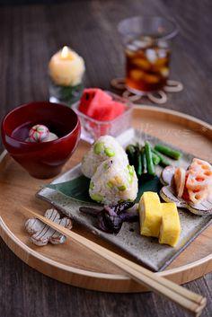 花ヲツマミニ 「豆たぬきむすびのプレート」 Sushi Recipes, Gourmet Recipes, Japanese Food Sushi, Eat This, Exotic Food, Asian Cooking, Food Presentation, Clean Recipes, Food Inspiration
