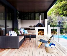 Check out 12 inspiring examples of outdoor rooms. By balancing comfort with a connection to outdoors, these spaces provide an extra living space with a relaxed feel. Outdoor Areas, Outdoor Rooms, Outdoor Living, Outdoor Decor, Indoor Outdoor, Living Pool, Pizza Oven Outdoor, Outdoor Bbq Kitchen, Outdoor Kitchens