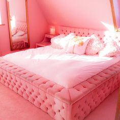 Morning! #pink #bedroom #love #thepinkbedroom #fantasy #location #house #luxury #beds #eatonhousestudio 🏩