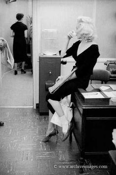 "Marilyn Monroe during the filming of ""River Of No Return"", by Milton Greene, Marilyn Monroe 1962, Marilyn Monroe Photos, Hollywood Icons, Vintage Hollywood, Hollywood Actresses, Hollywood Glamour, Photos Rares, Cinema Tv, Milton Greene"