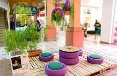 Muebles de terraza divertidos, ideal para una reunión infantil. Lo mejor: cuidar el planeta reutilizando neumáticos.