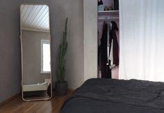 7 - päivää minimalismihaaste, uusi Ikean lattiapeili ja pala makuuhuonettamme   asia, jota en ole katunut päivääkään