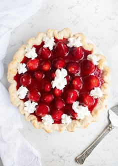 This homemade Fresh Strawberry Pie is made with a flaky crust, cheesecake filling and is bursting with fresh strawberries. One of our favorite Summer desserts! Spring Desserts, Köstliche Desserts, Delicious Desserts, Dessert Recipes, Strawberry Cream Pies, Strawberry Desserts, Strawberries And Cream, Strawberry Cheesecake, Scones