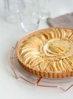 Open appeltaart met koekbodem
