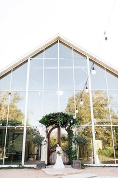 We are head over heels for this modern garden design from Pink Parasol Designs Coordinating at the beautiful Barr Mansion Ballroom Farmstead Industrial elements give it. Events Place, Space Wedding, Wedding House, Chapel Wedding, Austin Homes, Austin Tx, Wedding Venue Inspiration, Wedding Venues Texas, Modern Garden Design