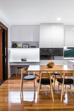A simple colour palette ensures that the hero features of this open-plan kitchen stand out - love the study nook Kitchen Desk Areas, Kitchen Desks, Family Kitchen, New Kitchen, Kitchen Island, Hidden Desk, Study Nook, Study Areas, Open Plan Kitchen