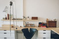 amazing and simple jewelry studio space Studio Room, Dream Studio, Studio Setup, Home Studio, Studio Ideas, Workshop Studio, Workshop Ideas, Jewellers Bench, My Workspace