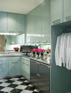 Even your laundry room can be high gloss! // laundry room