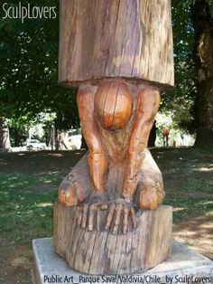 Tree trunk carving - human supporting a pillar - Baumstamm. Chainsaw Wood Carving, Wood Carving Faces, Tree Carving, Wood Carving Patterns, Wood Carving Art, Carving Designs, Wood Carvings, Wood Sculpture, Garden Sculpture