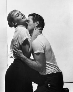 Joanne Woodward and Paul Newman in a publicity photo for The Long Hot Summer (Martin Ritt, During the making of the film Woodward and Newman fell in love and were married upon its completion. Paul Newman Son, Paul Newman Watch, Paul Newman Robert Redford, Paul Newman Joanne Woodward, Old Hollywood Movies, Hollywood Couples, Golden Age Of Hollywood, Classic Hollywood, Vintage Hollywood