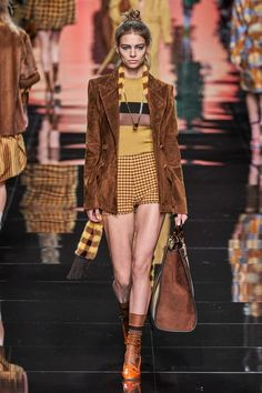 Fendi Spring 2020 Ready-to-Wear Collection - Vogue Catwalk Fashion, Vogue Fashion, Fashion Week, Fashion 2020, Fashion Outfits, Womens Fashion, Fashion Trends, Fendi, Donatella Versace