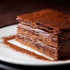 Yummy chocolate dessert with crispy thin pastry layers. Sweet Desserts, Sweet Recipes, Delicious Desserts, Cake Recipes, Dessert Recipes, Yummy Food, Food Cakes, Cupcake Cakes, Cupcakes