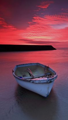 Lost In The Fire Photo By: Stuart Patterson Source Flickr.com Victoria Holidays, Quelques Photos, Italy Holidays, Boat Painting, Boat Rental, Nature Decor, Water Crafts, Color Photography, Beautiful Landscapes