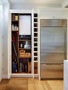Выбираем накопительный водонагреватель: советы по выбору объема и сравнение наиболее экономичных моделей http://happymodern.ru/vodonagrevatel-nakopitelnyj/ Большой водонагреватель можно спрятать в бытовом шкафу кухни