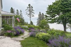 Landscape Architect Visit: Clamshell Alley on the Coast of Maine (Gardenista: Sourcebook for Outdoor Living) Seaside Garden, Coastal Gardens, Garden Cottage, Lakeside Garden, Lake Garden, House Landscape, Landscape Architecture, Landscape Design, Garden Design