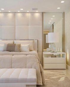 Dormindo nas nuvens... assimas arquitetas descreveram este lindo quarto de casal. E vocês, tb concordam?! 💗 Eu Amei! Projeto Paty Franco e…