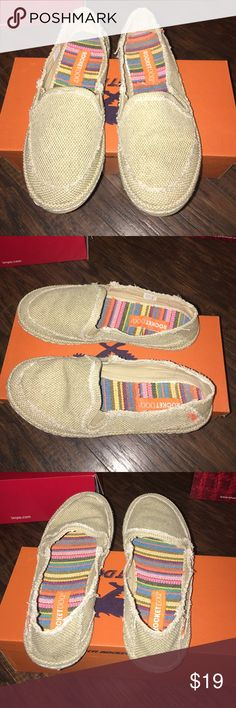 Great condition Rocket Dog canvas flats Sz 7 Great condition Rocket Dog canvas flats Sz 7 box not included Rocket Dog Shoes Flats & Loafers