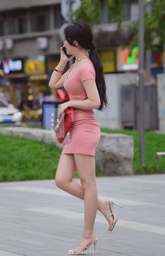 Spira Women S Shoes Discount Beautiful Asian Women, Beautiful Legs, Asian Fashion, Girl Fashion, Sexy Outfits, Girl Outfits, Mini Robes, Girls In Mini Skirts, Sexy Legs And Heels