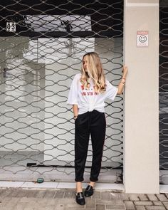 MANU HUSCHER #instagram #instafashion #fashioninspiration #fashionbloggers #bolsadepalha #watch #mules #jeans #denim #jeansdestroyed #styleguide #streetstyle #outfits #outfitoftheday #outfitideas #outfitgrid #ootd #ootdfash #pjs #mule #gucci #forever21 #blonde #blondehair #hair #hairstyle #haircolor #blondegirl