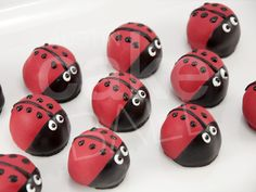 Decorate some cake balls like this for Abigail's birthday take to school treat.