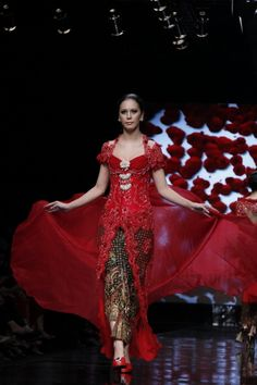 Red Kebaya, by: Yasra Studio  (JFW 2012)