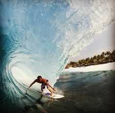 12 Incredible Surfing Photos