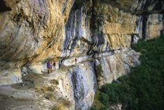 Tour de la Sierra de Guara - La Balaguère Aragon, Away We Go, Country Scenes, Spain And Portugal, Hiking Trails, Belle Photo, Beautiful World, Mount Rushmore, Places To Visit