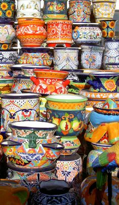 Talavera pottery from Mexico....love it! Ofcourse I don't need this idea as I have grown up with this stuff from my mom ❤ love it all
