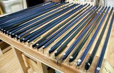 Rug Loom, Loom Weaving, Hand Weaving, Rag Rug Diy, Homemade Rugs, Rag Rug Tutorial, Shirt Tutorial, Diy Tutorial, Denim Rug