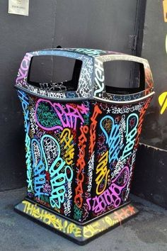 (Steal em, keep em, kill em all & keep moving) graffited bin - Google 搜索