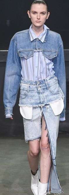 Fashion Summer 2019 Boho Ideas For 2019 Skinny Jeans Casual, All Jeans, Denim On Denim, Cropped Denim Jacket, Jacket Outfit, Denim Outfit, Denim Fashion, Trendy Fashion, Deconstruction Fashion