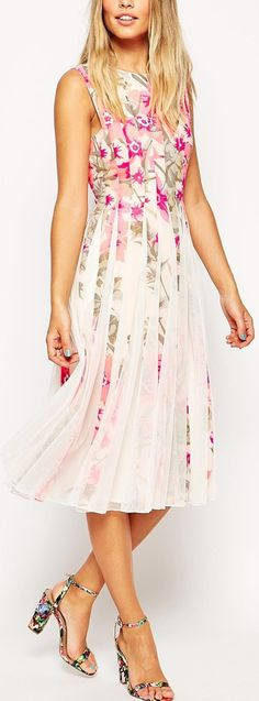 floral mesh insert midi dress Beautiful Outfits, Cool Outfits, Beautiful Clothes, Fashion Beauty, Womens Fashion, Nice Dresses, Personal Style, Fashion Dresses, Fancy