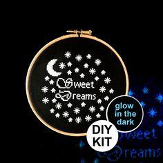 Hey, j'ai trouvé ce super article sur Etsy, chez https://www.etsy.com/fr/listing/236921438/glow-in-the-dark-cross-stitch-kit-sweet