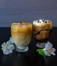 Nu när det äntligen är varmt ute älskar jag att dricka iskaffe. Jag brygger alltid extra mycket kaffe på morgonen och tar tillvara på varje droppe som blir över i kannan. Jag ställer kafferesterna i kylen. När jag sedan blir sugen på en svalkande drink mixar jag snabbt ihop en god iskaffe. Om jag vill lyxa till kaffet lite extra tillsätter jagchokladsås, kondenserad mjölk och grädde. Det blir nästan som en ljuvlig dessert! 2 portioner iskaffe 3 dl kaffe (jag använder vanligt bryggkaffe) 4…