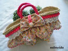 Tocados Almeida Diy Sac, Classy And Fabulous, Straw Bag, Projects To Try, Handbags, Scrapbooking, Club, Fashion, Beach Bags