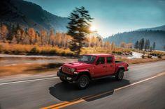 Das neue Modell markiert die Rückkehr der Marke in das Pickup-Segment und kommt zu den Feierlichkeiten des 80-jährigen Jubiläums von Jeep® zu den europäischen Händlern. Wrangler Pickup, Jeep Wrangler, Jeep Gladiator, Sports Models, Roof Panels, Future Car, Diesel Engine, Cool Trucks, Scrambler