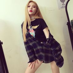 Find images and videos about girl, kpop and korean on We Heart It - the app to get lost in what you love. Hyuna Fashion, Kpop Fashion, Cara Delevingne, Demi Lovato, Hyuna Photoshoot, Moda Kpop, Hyuna Kim, K Idol, Mannequin