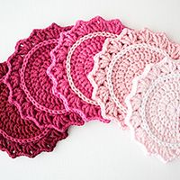 Make a Set of Five Ombre Crocheted Coasters ~ FREE tutorial (note: this makes cute bunting or sew them together and make a table runner for a baby shower or holiday)